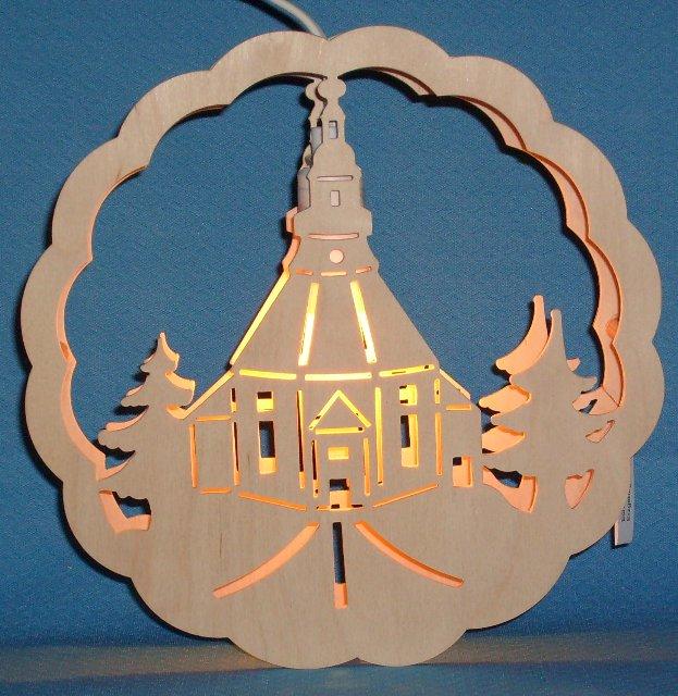 beleuchtetes Fensterbild der Seiffener Kirche