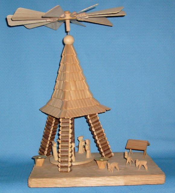 Pyramide mit Engel