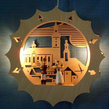 beleuchtetes Fensterbild: Kirche mit Engel und Bergmann