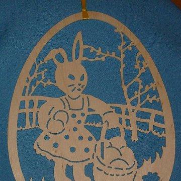 Hasenmädchen am Weidenbaum