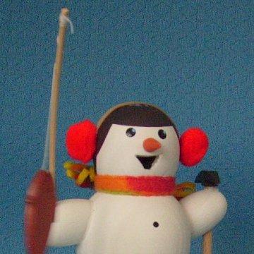 Schneemann als Eisangler